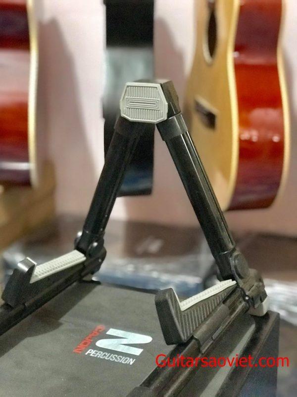 Chân A đàn guitar tại Tp HCM